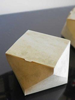 """""""Uvrnuta"""" kutija - gornja i donja strana kutije su zarotirane za 45 stepeni."""