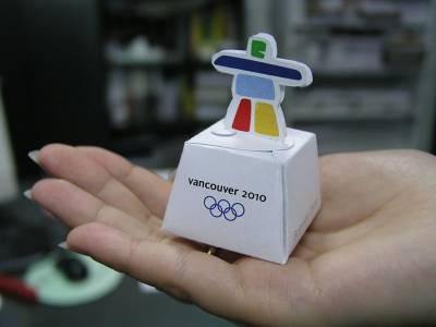 originalna kutijica za jednu pralinu. Promotivni proizvod za promociju zimskih olimpijskih igara u Vankuveru (Kanada)