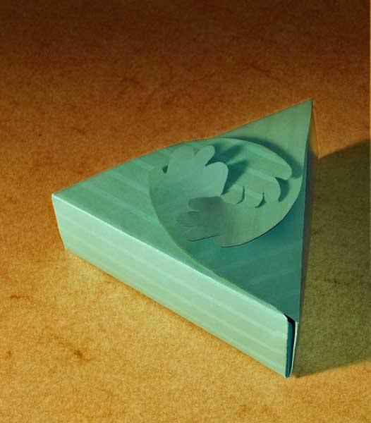 kutija trijanl sa oblikovanim zatvaračem