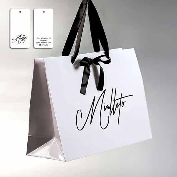 Idejno rešenje (3D) ekskluzivna papirna kesa sa ukrasnom maštom od ripsa + etiketa / Mialeto