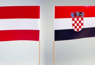 """Specijalne zastavice """"Hrvatska / Austrija"""" (sa jedne strane jedna, a sa druge strane druga zastava)"""